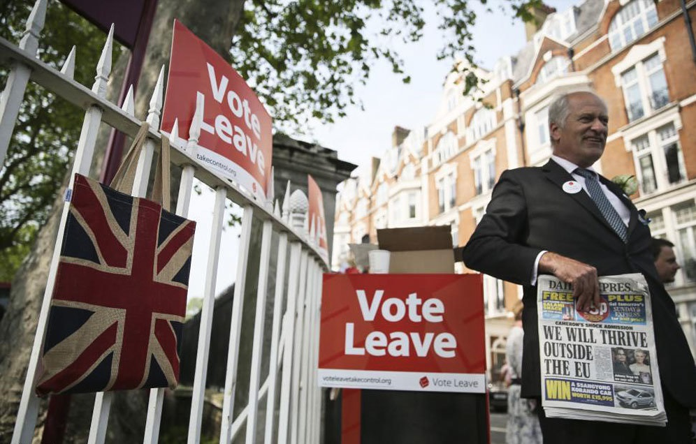 英國長者普遍支持脫歐,他們亦較就歐盟的年青人踴躍投票,形勢對留歐派甚為不利。圖片來源:路透社