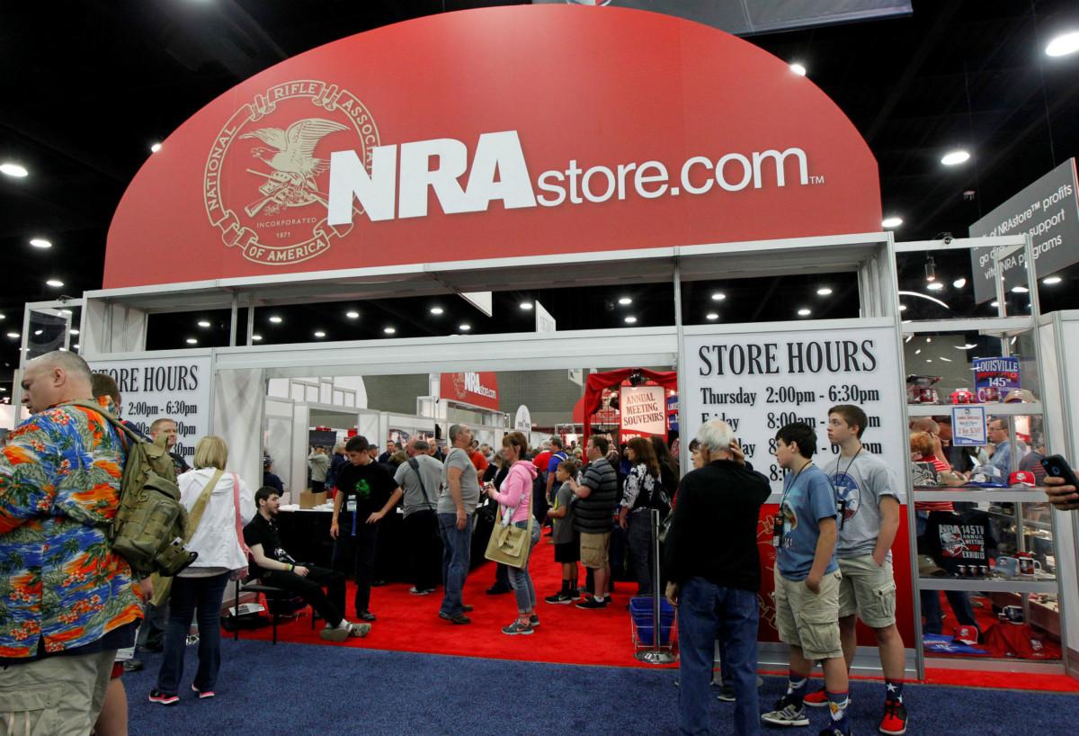 多數大殺傷力槍械自 1994 年起被禁,2004 年規管法例過期,NRA 多年來不斷遊說國會放棄延續禁令。 圖片來源:路透社