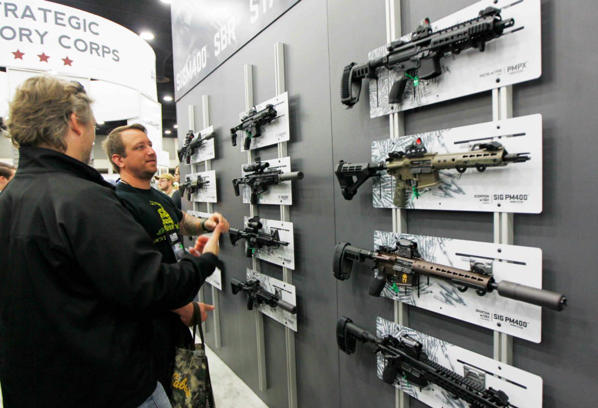 每逢槍擊案過後,槍械交易往往大增。 圖片來源:路透社