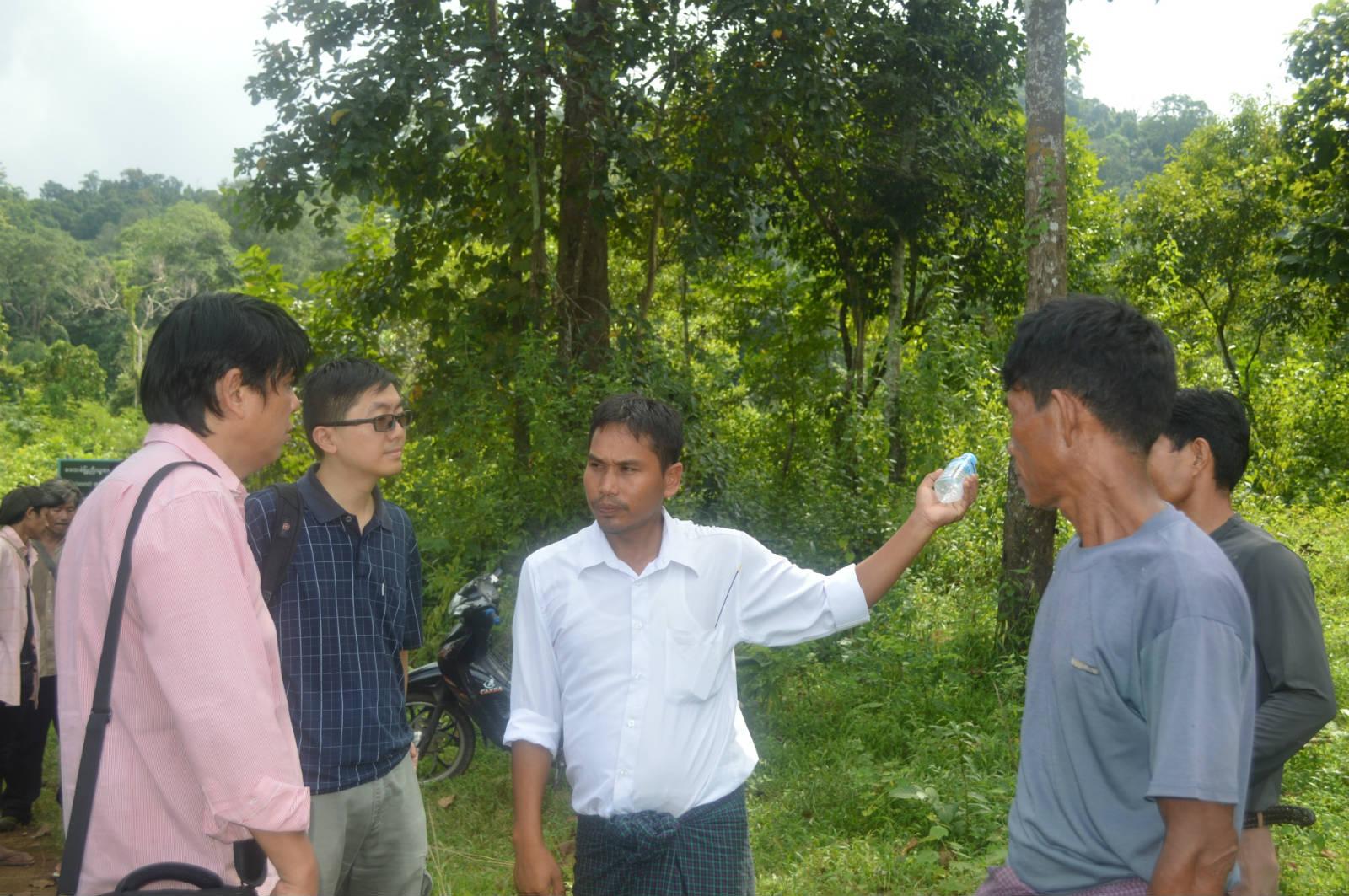 克欽邦的森林用戶小組成員介紹社區森林的管理情況。