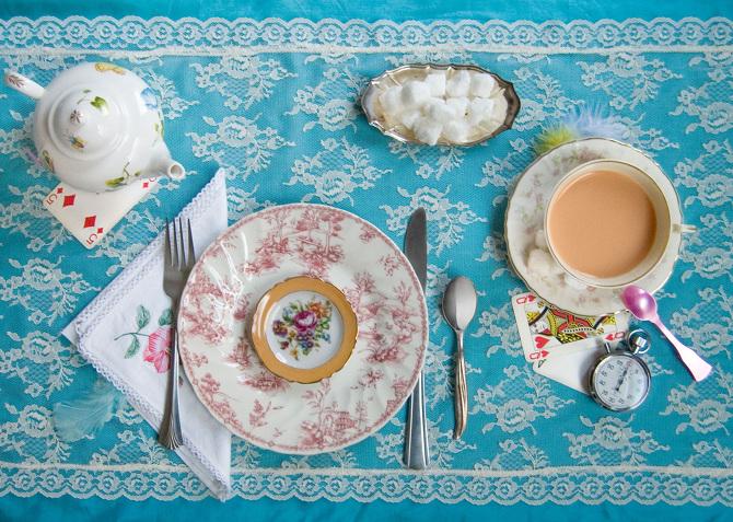 愛麗絲夢遊仙境/Lewis Carroll,瘋狂喝下午茶的盛宴