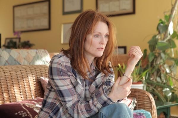 Julianne Moore 於戲中飾演早發性阿茲海默症患者。 電影「永遠的愛麗絲」劇照