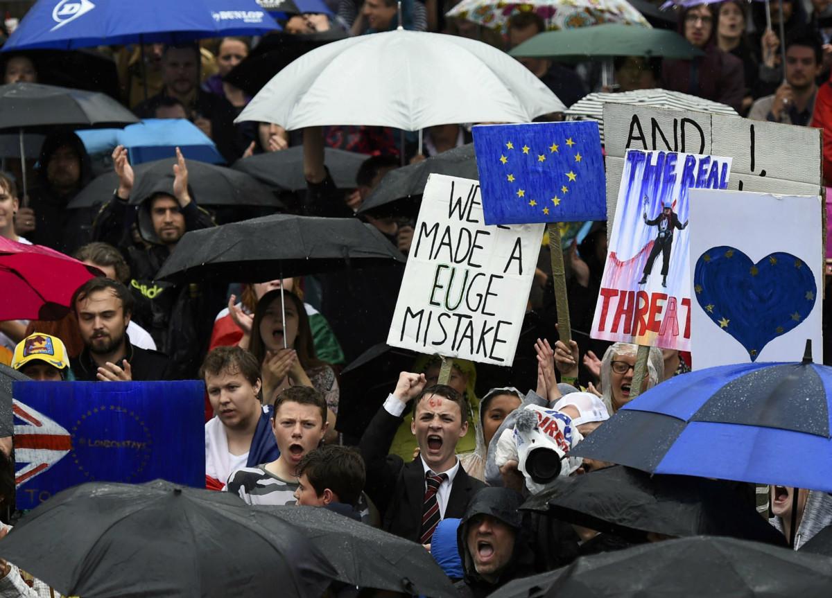 年輕選民多數支持留歐,年長者則相反。 圖片來源:路透社