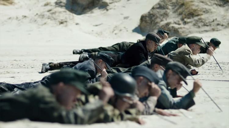 拆彈少年徒手執行任務,一步一驚心。 圖片來源:電影「十個拆彈的少年」劇照