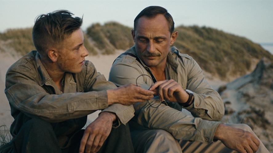 Sebastian 與 Carl 漸漸建起一份情誼。 圖片來源:電影「十個拆彈的少年」劇照
