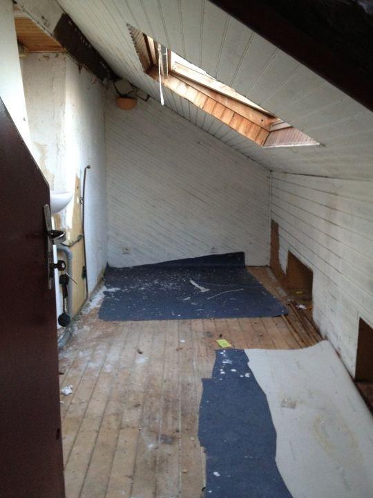 巴黎一名租客在 17 呎劏房住了 15 年,被視為一宗「醜聞」。 圖片來源:Fondation Abbé Pierre