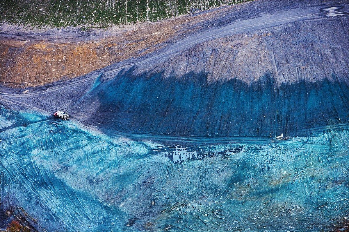 美國西維珍尼亞州 Kayford Mountain 附近一個礦場利用噴草工程(Hydro-seeding)植草。圖片來源: J Henry Fair