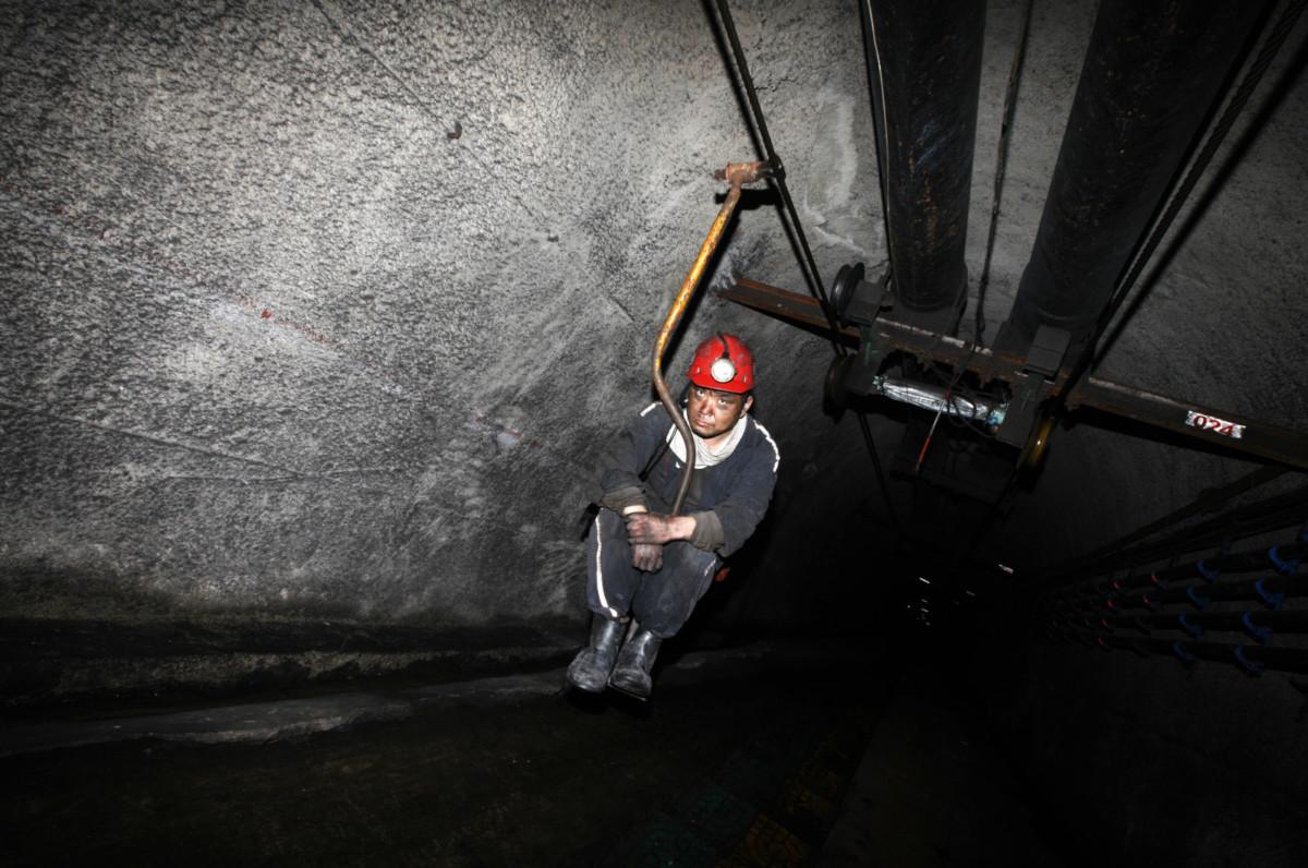 有人利用中國礦場工作環境惡劣,偽造礦難事故,實質殺人索賠。 圖片來源:路透社