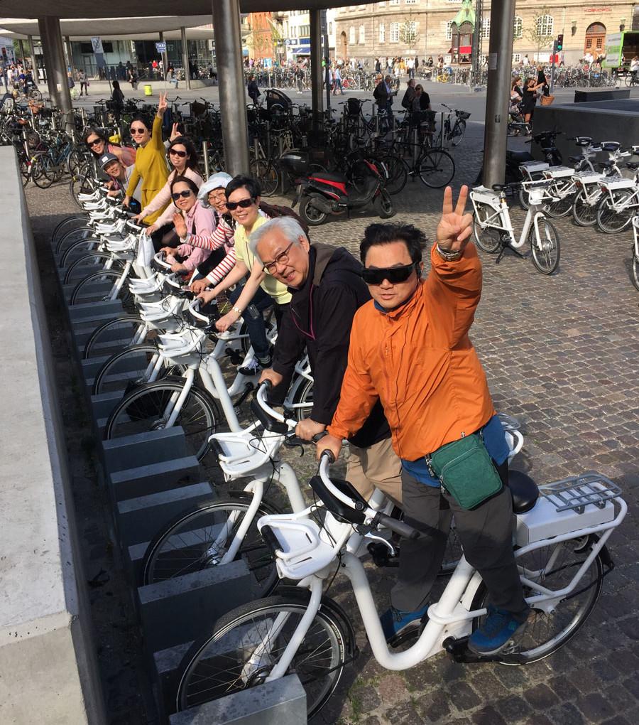 哥本哈根的公共租用單車,已發展到內置電腦系統。輕按螢幕,即可指導路線,又或介紹建築,甚至告知哪兒可以停放單車。