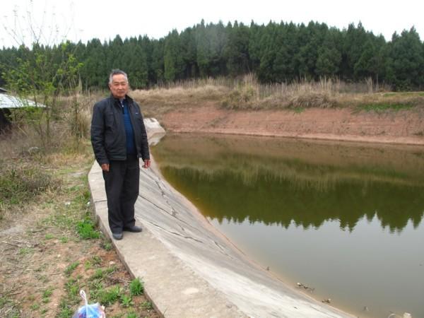 救世軍在清泉村附近修建了兩個水塘。