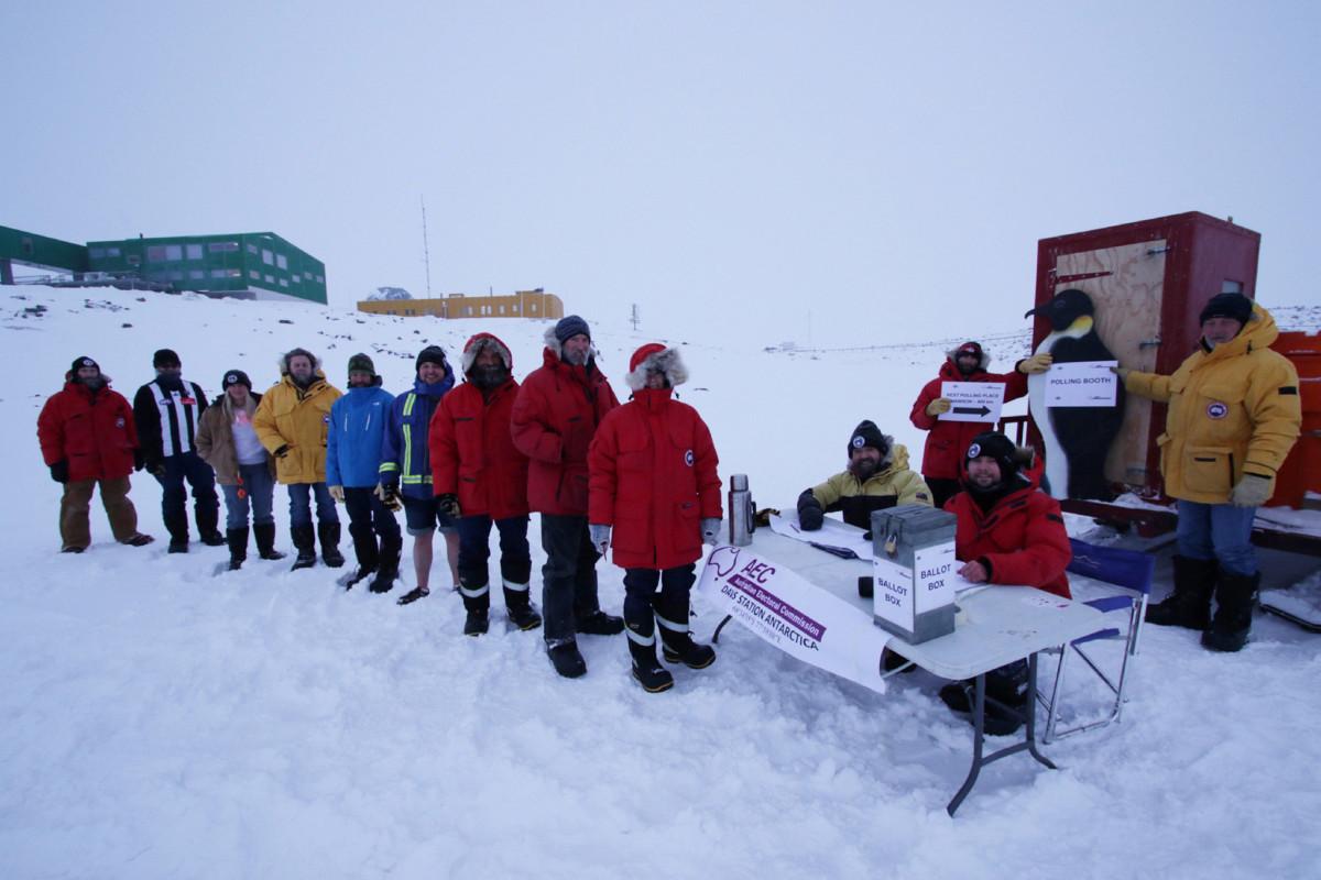 聲稱擁有南極洲 43% 主權的澳洲,月前在南極探險站設選舉投票站,讓科研人員在該處投票。 圖片來源:路透社