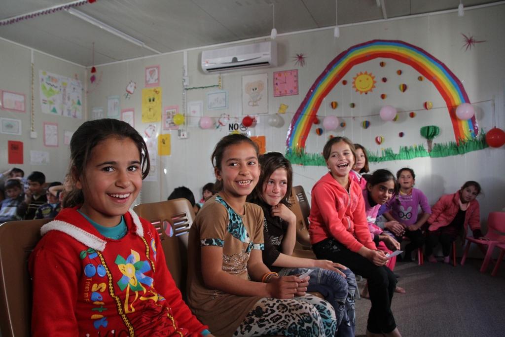 兒童在伊拉克難民營內的兒童天地,可以安全地學習和遊戲。