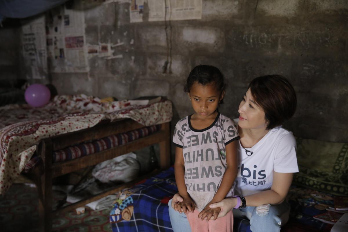 奧比斯兒童大使關詠荷親身前往尼泊爾進行探訪,Bibashwa 的故事令 Esther 感到十分痛心和婉惜。