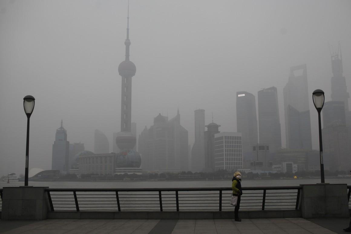 活在內地一線城市,口罩已成日常用品。圖片來源:路透社