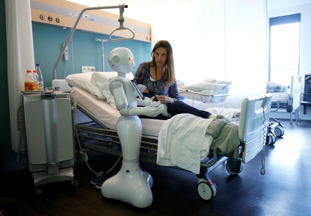 機械人為人類所用,一如古希臘奴隸,維繫民主民生。 圖片來源:路透社
