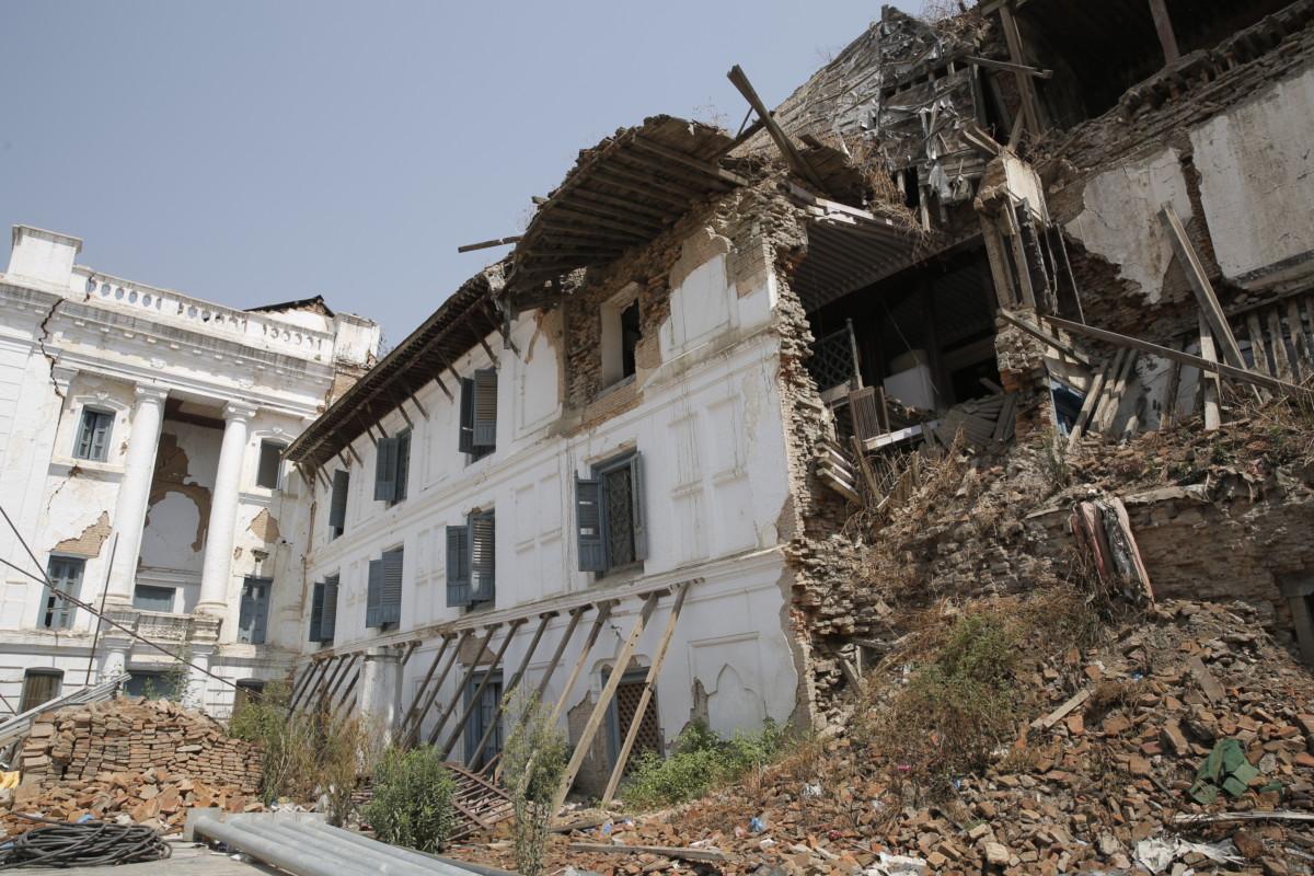 地震過後,重建不易。雖然尼泊爾大地震離事發已滿一周年,但頹坦敗瓦仍隨處可見。