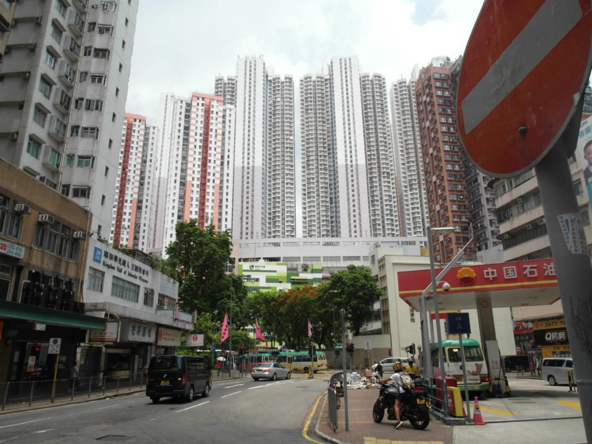 香港仔本是石排灣,但今石排灣邨所在地,則在香港仔旁山上。