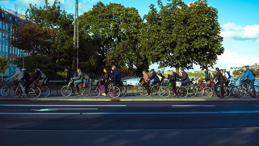 很經典的哥本哈根景緻。在城內騎單車,永遠比駕車方便得多。/圖片來源:VISITCOPENHAGEN 官方網頁