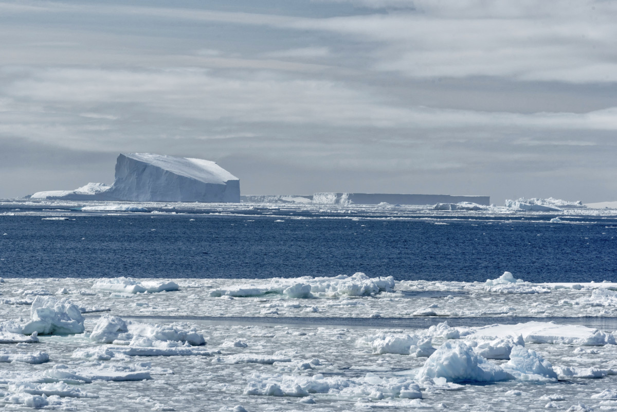 中國欲取的,不僅是釣魚臺和南海的主權,還有南極洲冰天雪地下的潛在經濟利益:石油、天然氣、淡水、金屬礦物資源等。