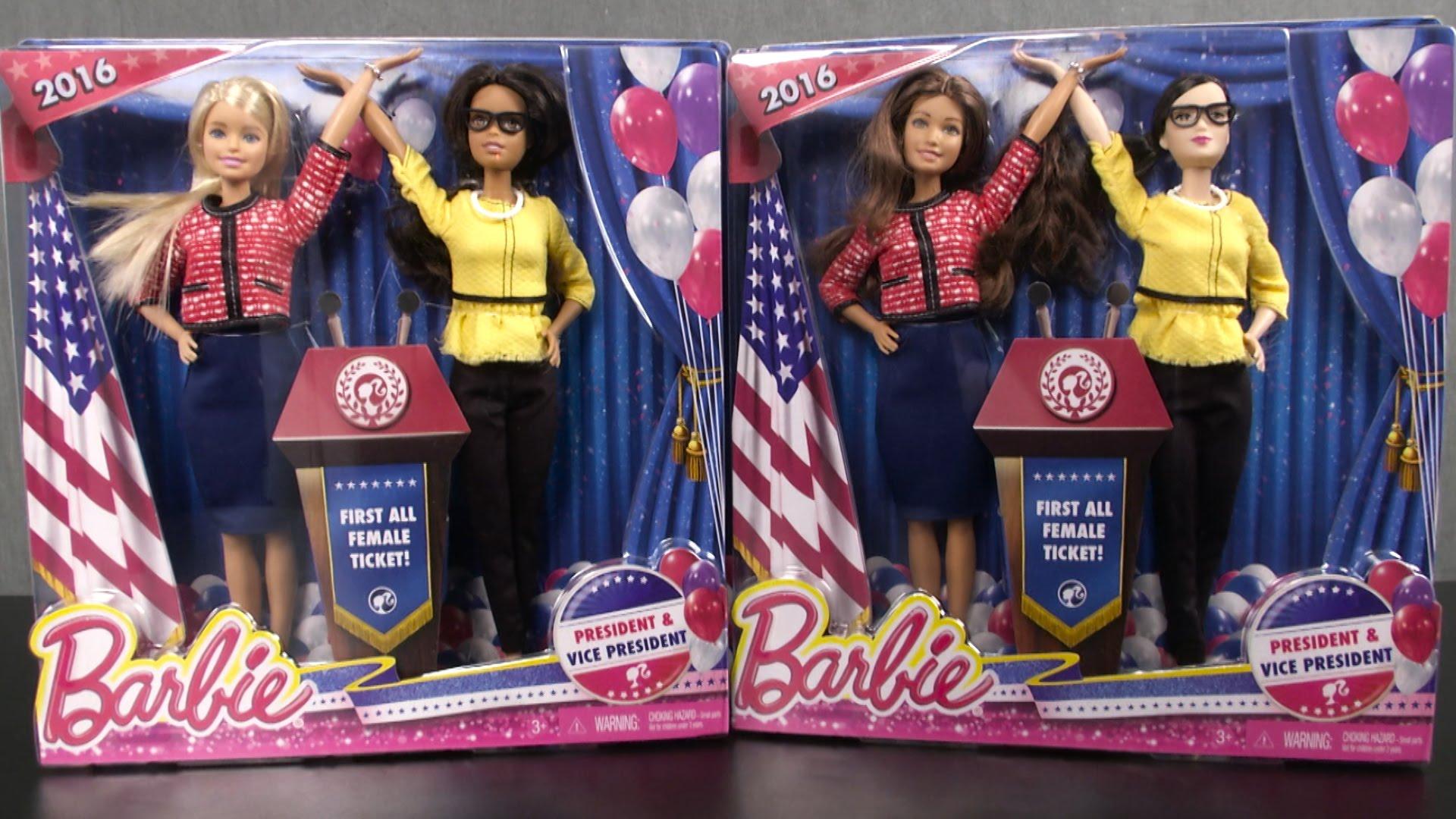 今年 Mattel 推出正副總統 Barbie,不只是換裝娃娃,其附帶的工作紙,可讓家長與孩子進行討論。圖片來源:TTPM Toy Reviews