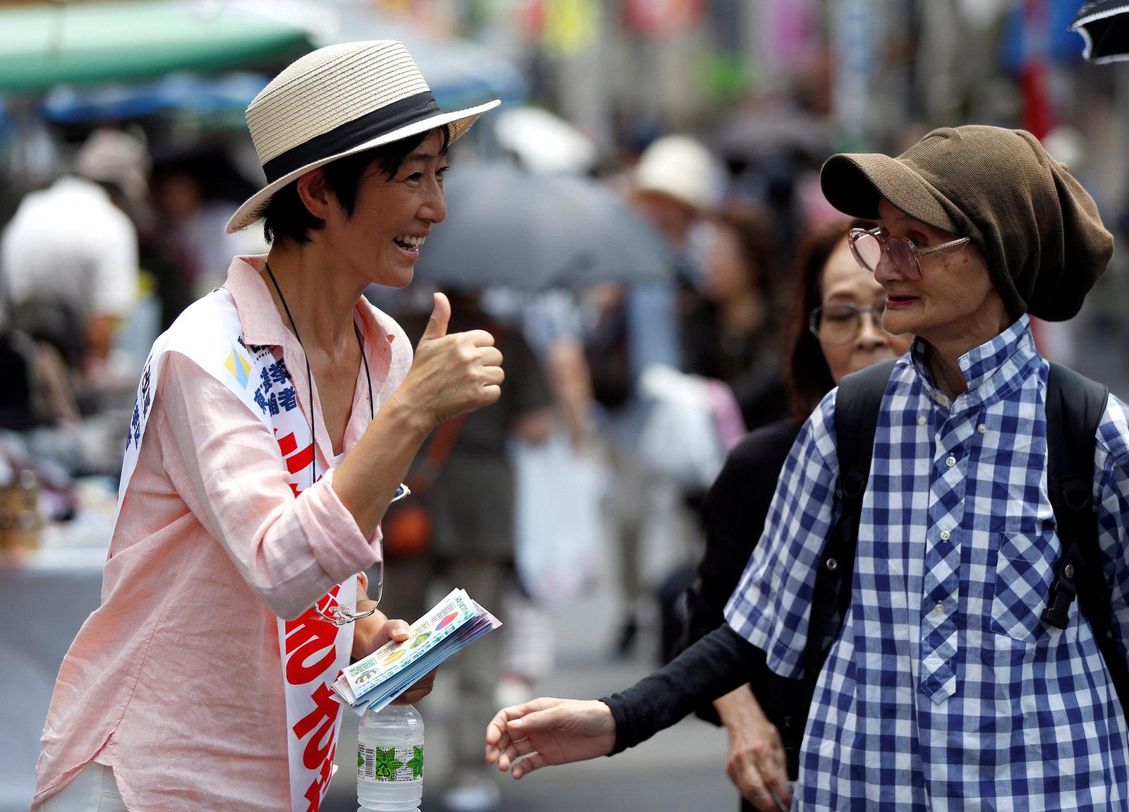 在日本,年長選民人多勢重,亦較積極投票,較受政治家重視,不少年輕人因而心灰意冷,冷待選舉。圖片來源:路透社