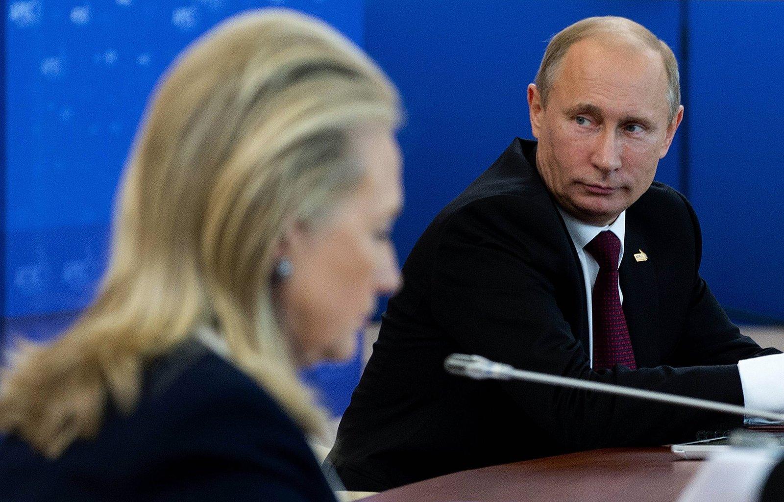 希拉莉長期抨擊普京的國內外政策,有美國前官員形容,俄方高官甚至普京本人都看她不順眼。圖片來源:路透社