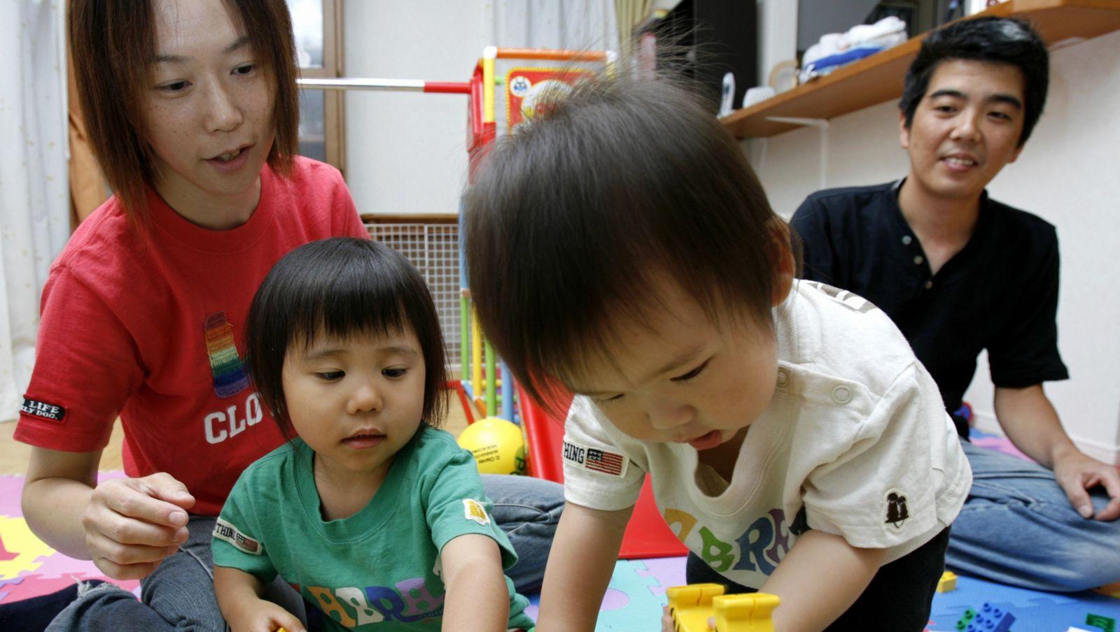 日本女性結婚後,多會成為全職主婦,專心照顧家庭,仰賴丈夫賺錢養家。所以老公想要辭職創業,老婆為保生活安穩,自然投反對票。 圖片來源:路透社