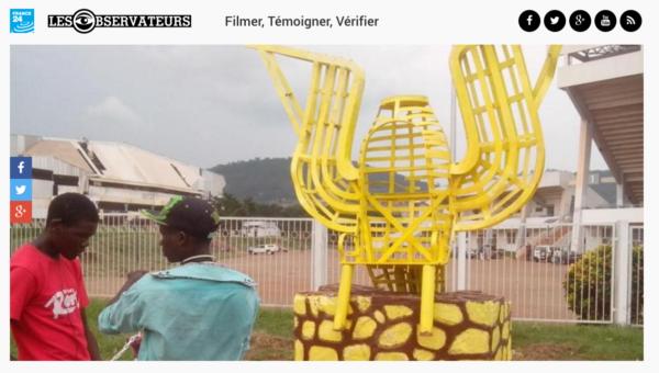 一群祟拜者們將王座放置在中非首都班基(Bangui)的繁忙道路旁,供路人觀賞。