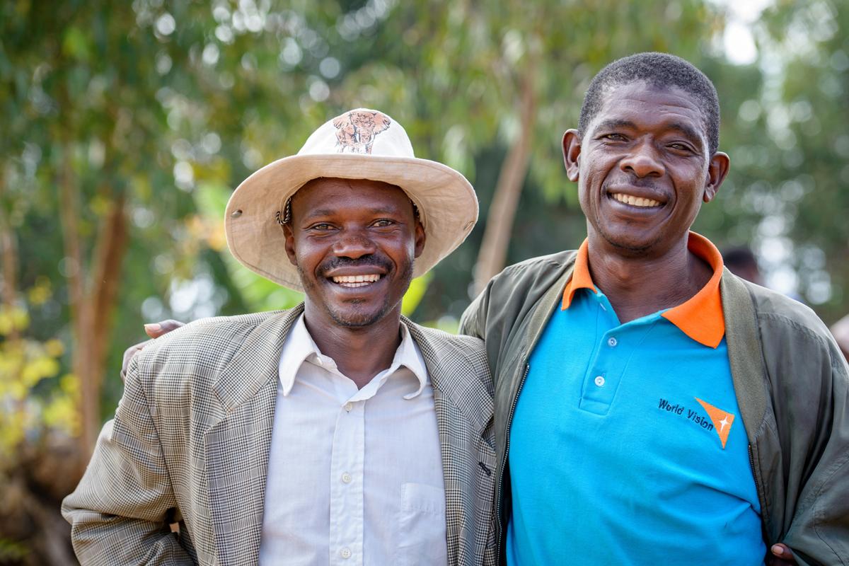 盧旺達的安德魯(右)和卡利斯特(左)經歷了1994年盧旺達大屠殺後,因參加宣明會的重建和平項目,放下了種族仇恨。