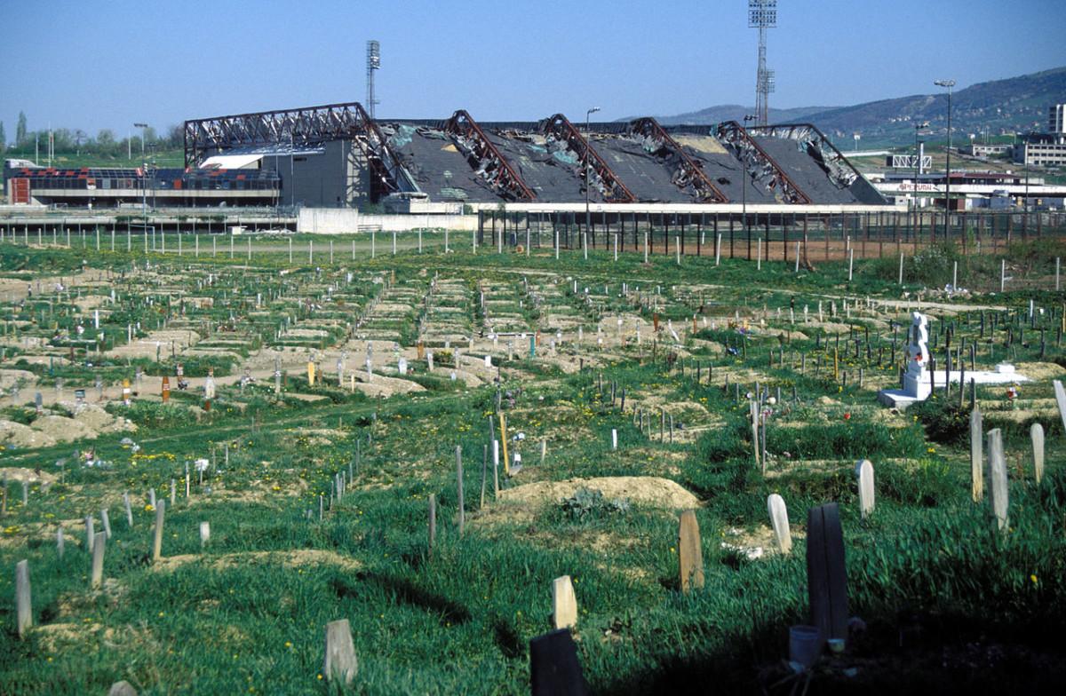 昔日的奧林匹克體育中心,今天變成墳場。圖片來源:Wikimedia