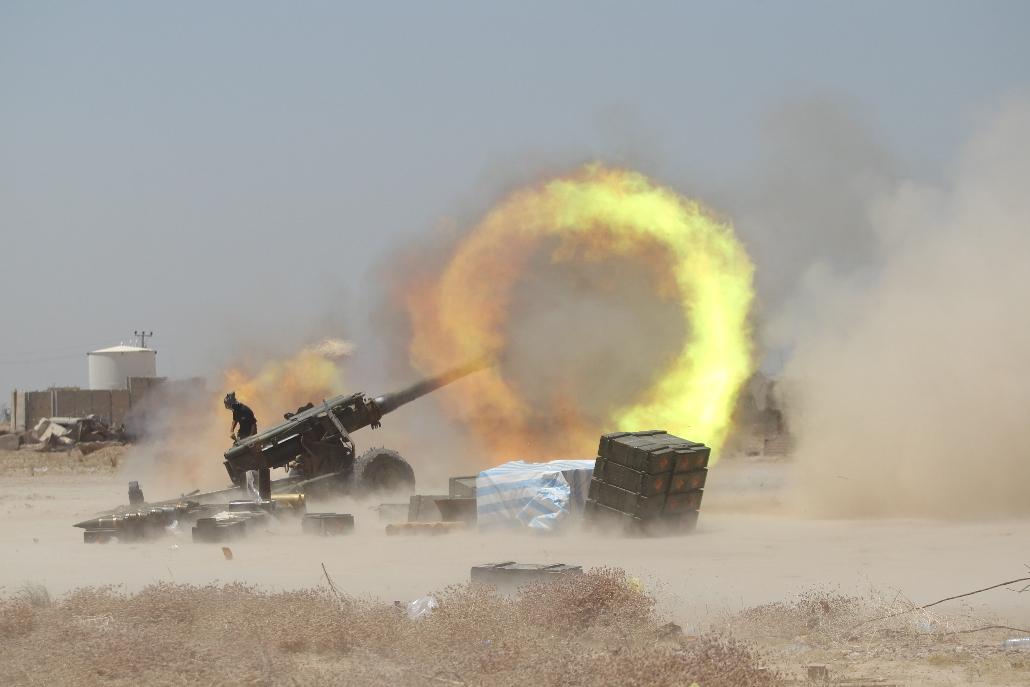 An Iraqi Shi'ite fighter fires artillery during clashes with Islamic State militants near Falluja, Iraq, May 29, 2016. To match Special Report IRAQ-MASSACRES/FALLUJA REUTERS/Staff/File Photo TO MATCH SPECIAL REPORT XXX TPX IMAGES OF THE DAY