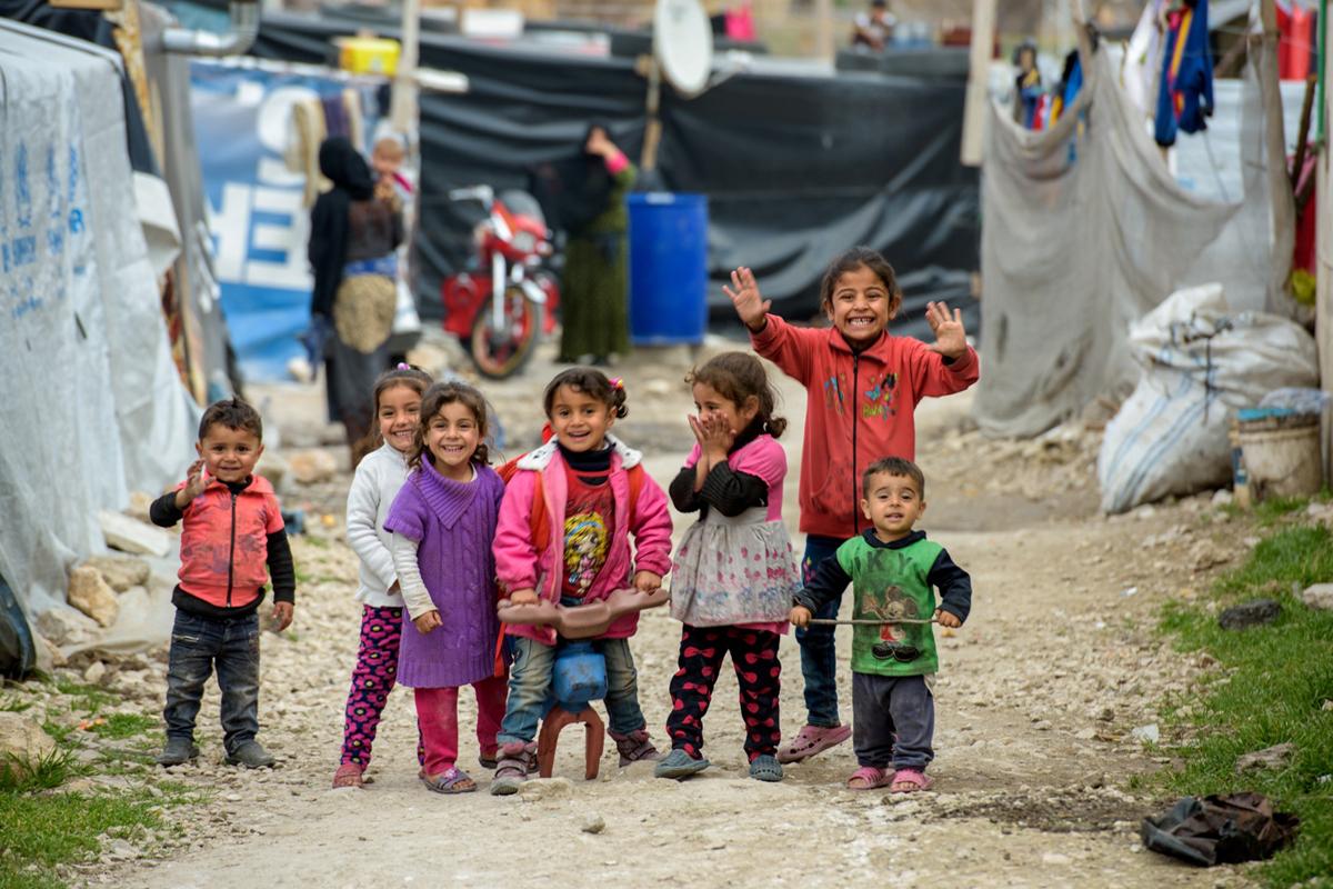 今年在黎巴嫩,Jon Warren 遇見身處當地的敍利亞孩子,臉上都掛著燦爛的笑容。