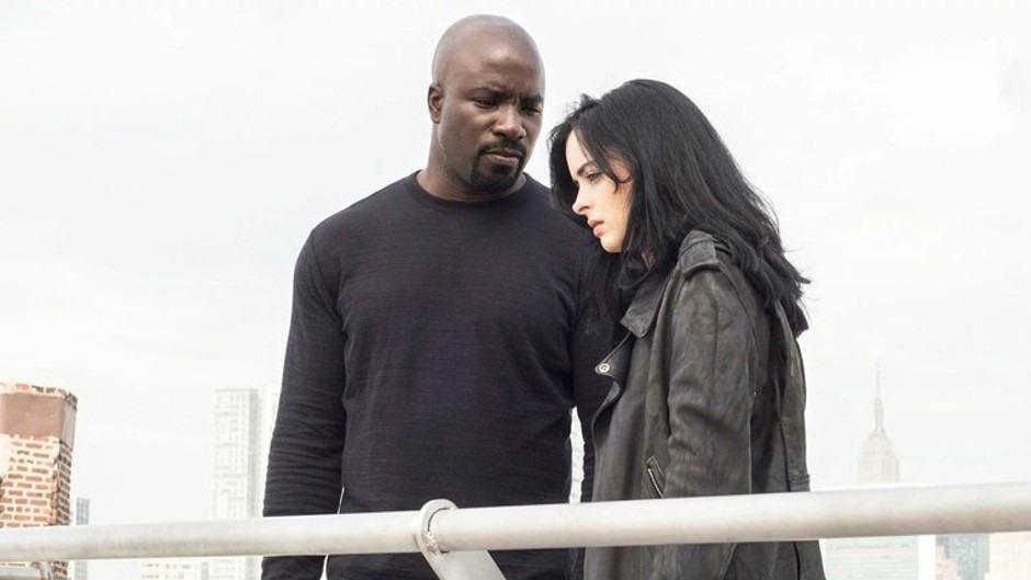 Jessica Jones 與 Luke Cage 圖片來源:IMDb