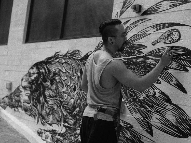 藝術家以 Air Ink 繪畫。圖片來源:Tiger Beer