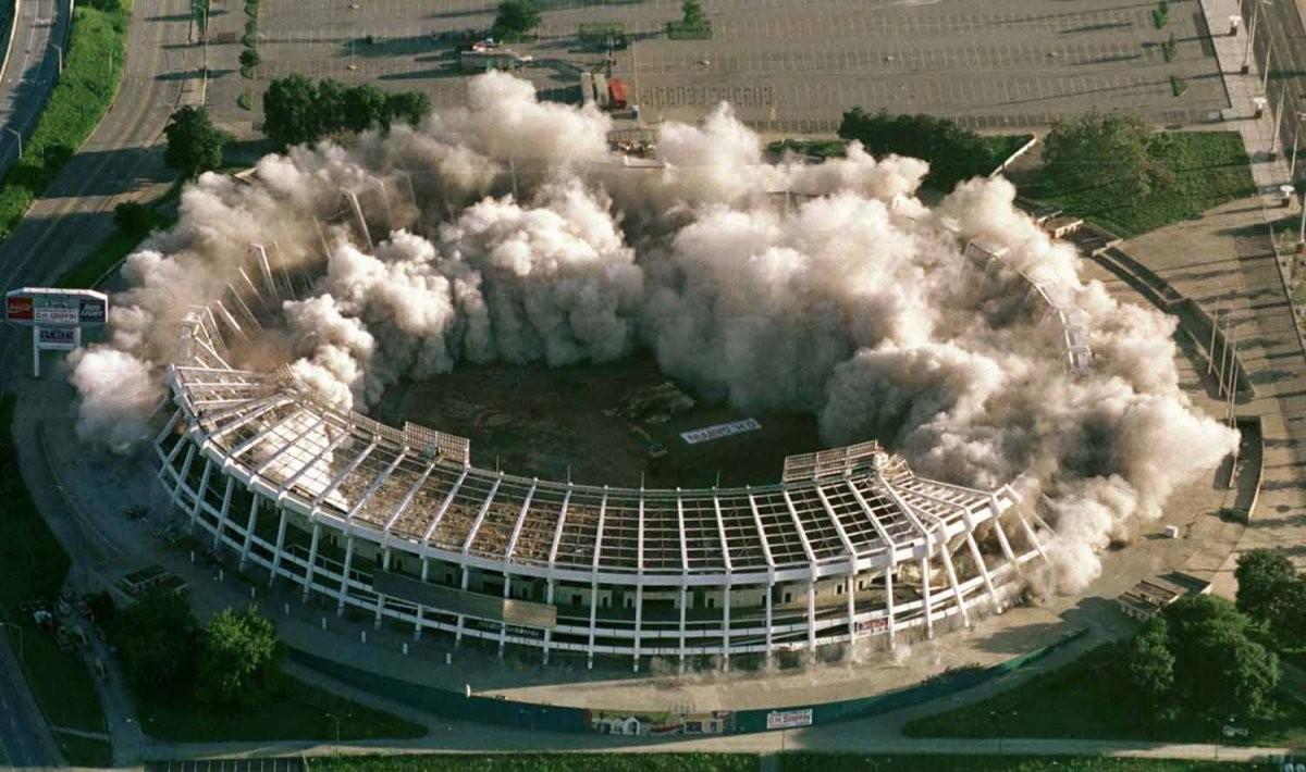 棒球比賽場地,亞特蘭大富爾頓縣體育場,於 1997 年爆破拆卸,現為停車場。圖片來源:路透社