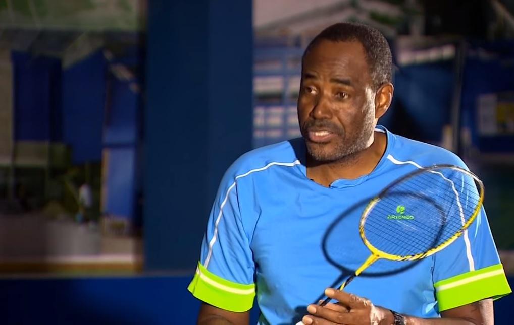 De Oliveira 接觸羽毛球後,立志要在貧民窟將其普及起來,幫助孩子擺脫罪惡。圖片來源:CNN