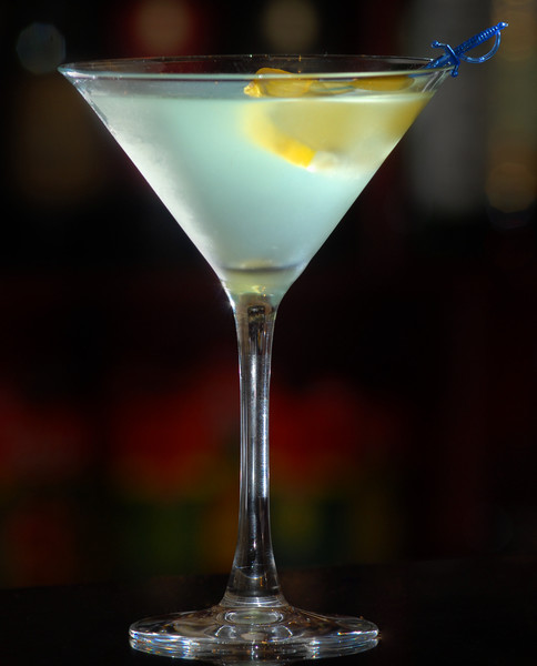 cocktail of martini with lemon