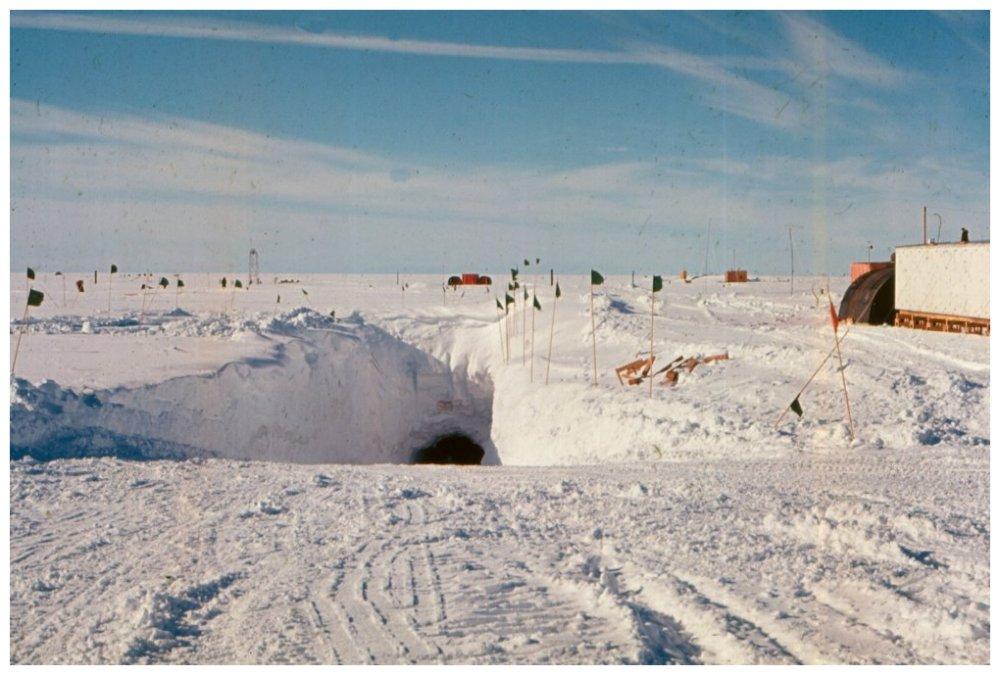 美軍的秘密冰下基地入口。圖片來源:Thuleforum.dk