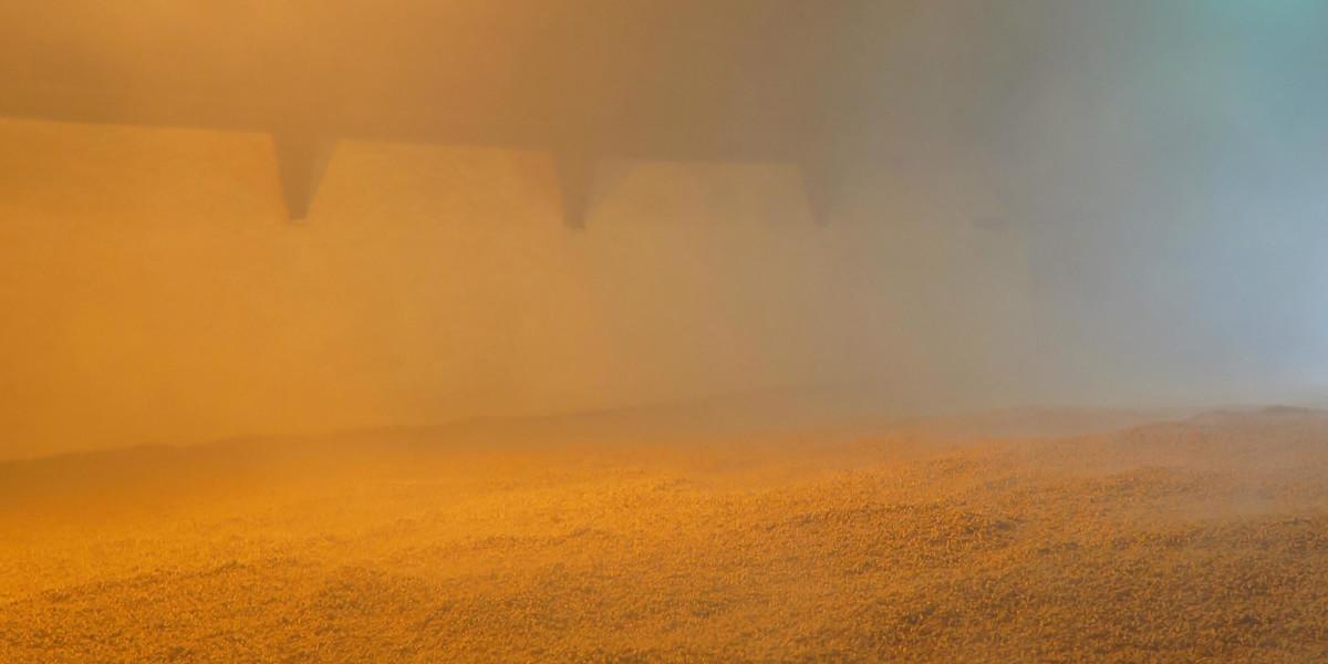 泥煤的熱煙從燒窯經過管道,進入擺放麥芽的上層,燻乾麥芽同時也會將泥煤風味注入。