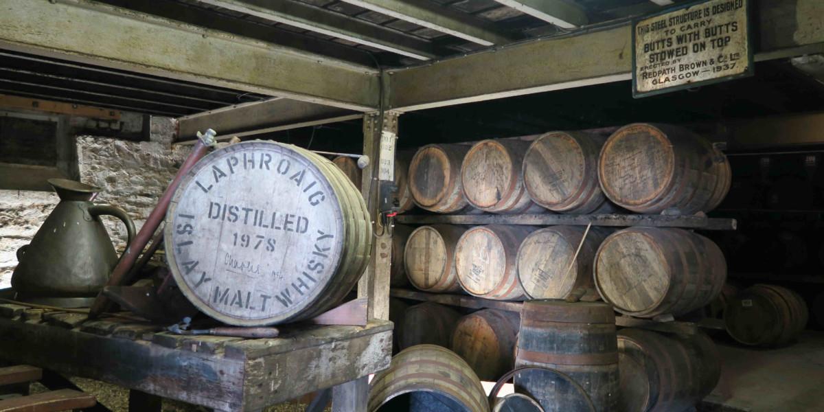 1994 年,查理斯王子到訪蒸餾廠,並獲兩桶酒作為禮物,分別是 1978 年及 1983 年。王子撥捐作慈善用途。在酒窖中,便擺放著王子親筆簽名的 1978 年酒桶。