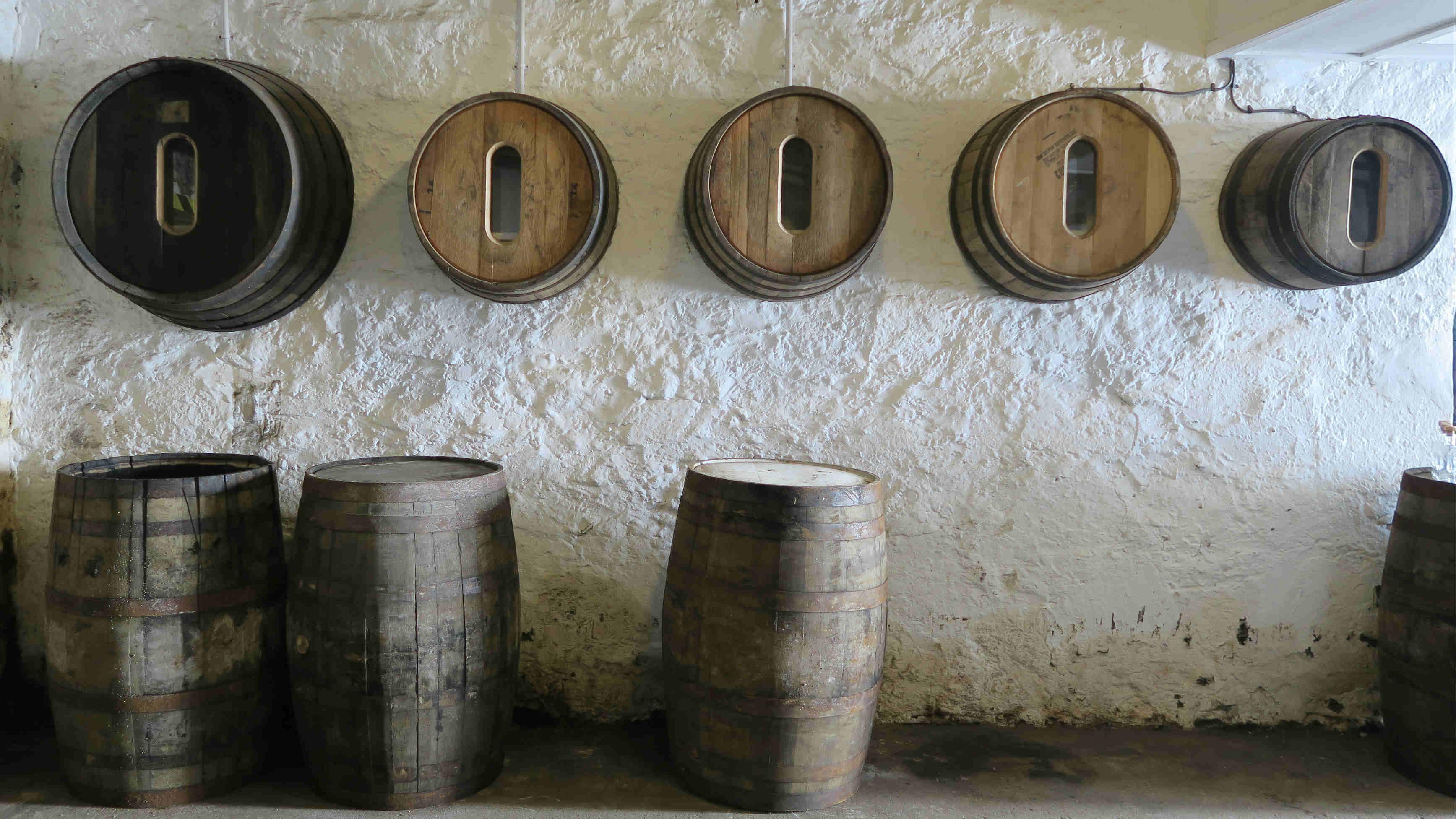 不同的酒桶及尺寸。