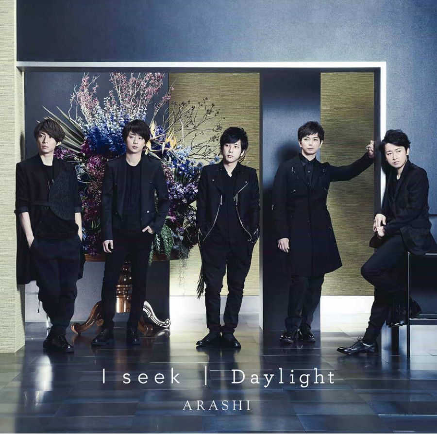 日本偶像組合嵐的「I Seek/Daylight」初回限定盤的首周銷量已達 73.8 萬張。