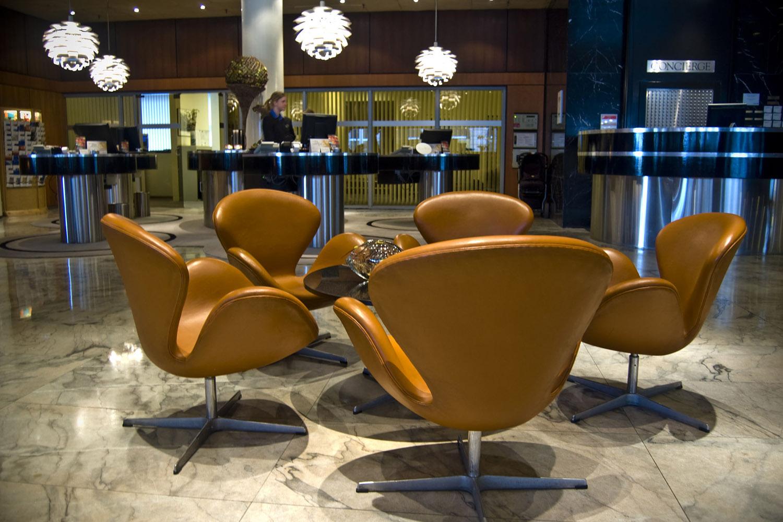 SAS 皇家酒店大堂的招牌天鵝椅