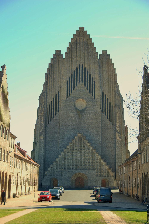 區內天際線上的奇觀——管風琴教堂,也成了電影「傷心潛水艇」(Submarino)的場景