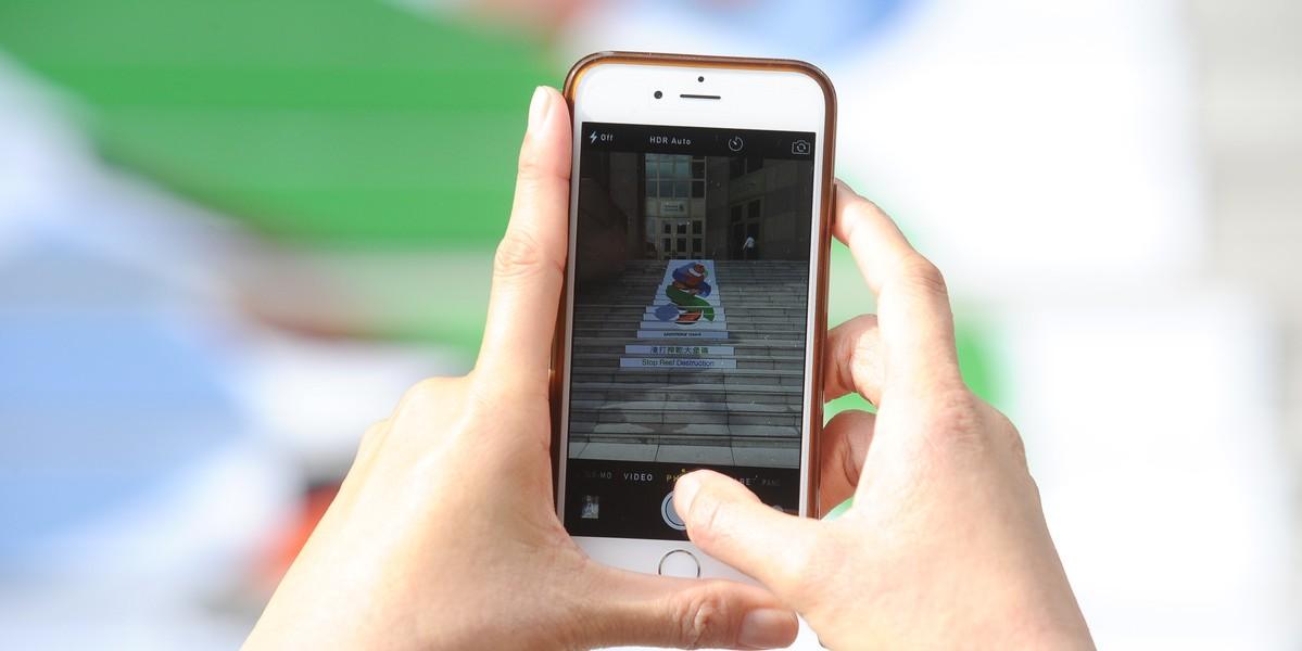 超過半數受訪者認為,手機品牌推出新產品的速度太快。