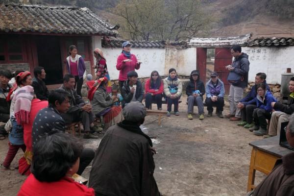 作者與波多羅村村民開會,討論如何保育村的自然生態。