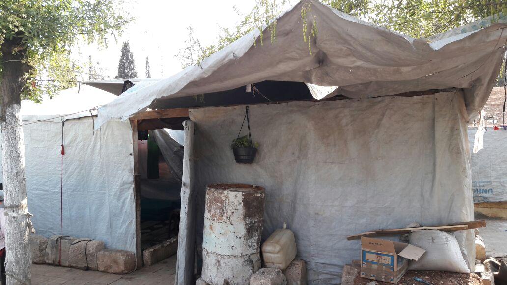 敍利亞人在公園、學校、清真寺搭建帳篷。這帳篷成了一個7人家庭的安身之所。©Oxfam