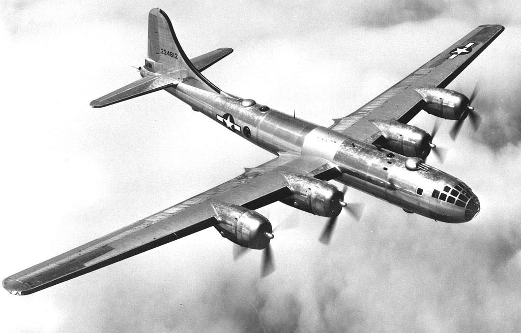 二戰期間,美軍 B-29 戰機越洋轟炸日本,路線由 Robert McNamara 規劃。 圖片來源:維基百科