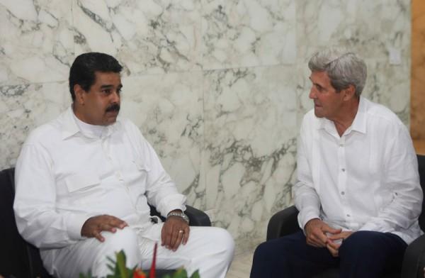 克里與馬杜洛會面,促請後者與委國反對派合作。圖片來源:路透社