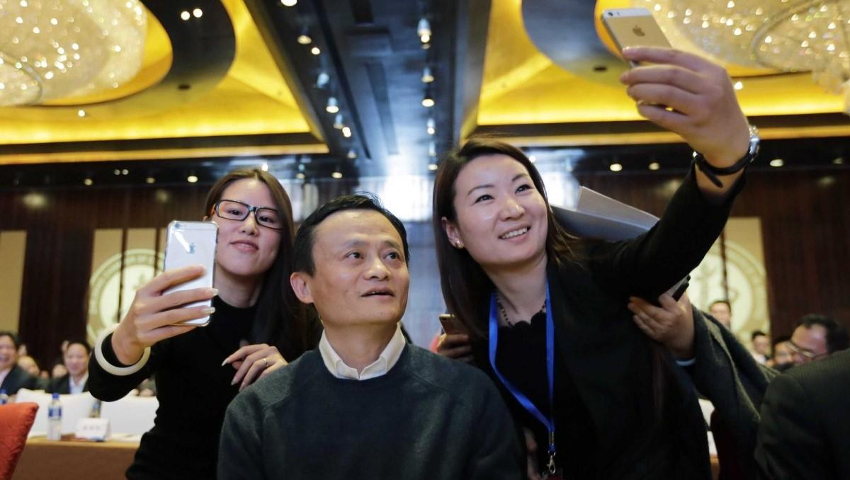 在中國上流社會,用 iPhone 才是王道。圖片來源:路透社
